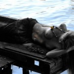 Femme sur un ponton