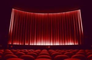 Salle de cinéma - fauteuil rouge