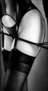 Femme avec cravache