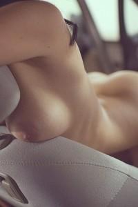 femme_nue_voiture